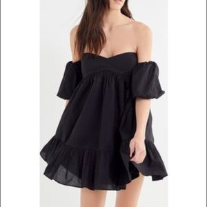 UO summer in italy off the shoulder mini dress🖤